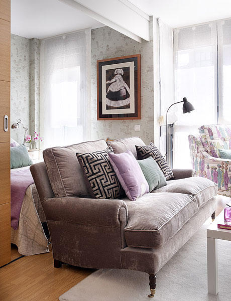 separate spaces in studio apartment using color zoning