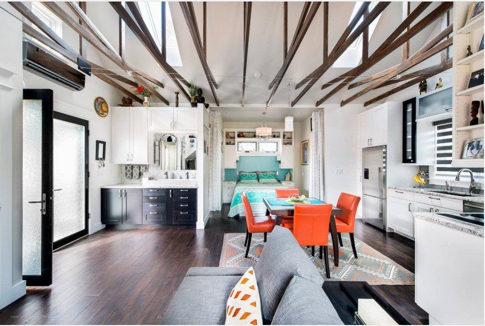 480 square feet studio apartment living room