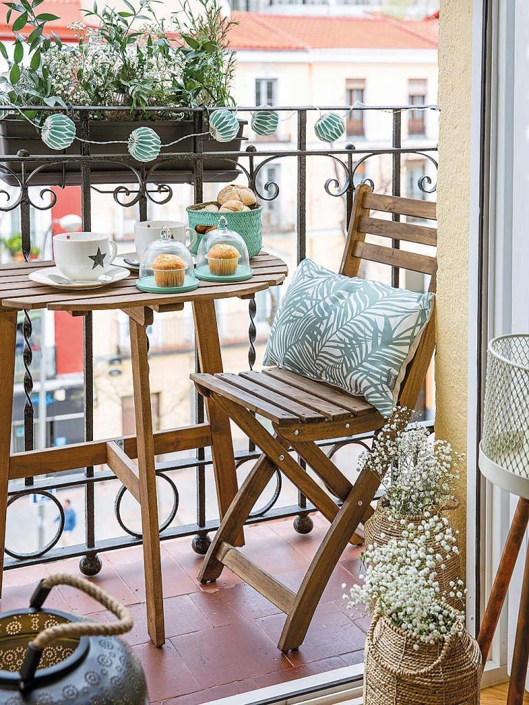 small bistro set in tiny balcony decor
