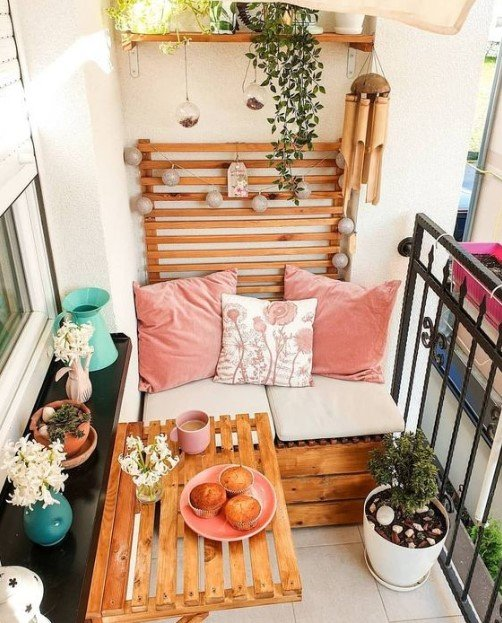 small balcony decor using wooden pallets