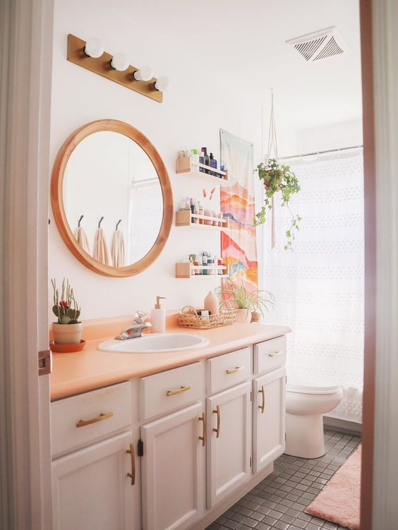 natural and feminine bathroom decor