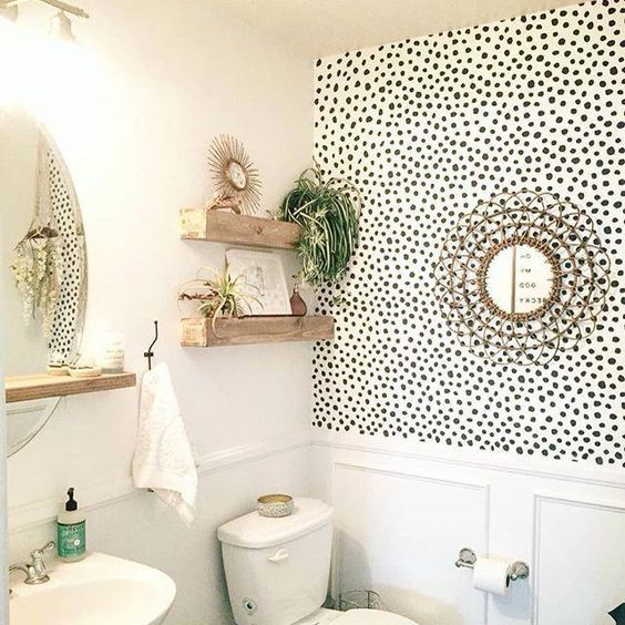 polkadot wallpaper in small bathroom