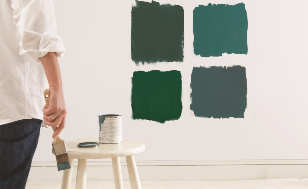 using dark paint colors in small rooms