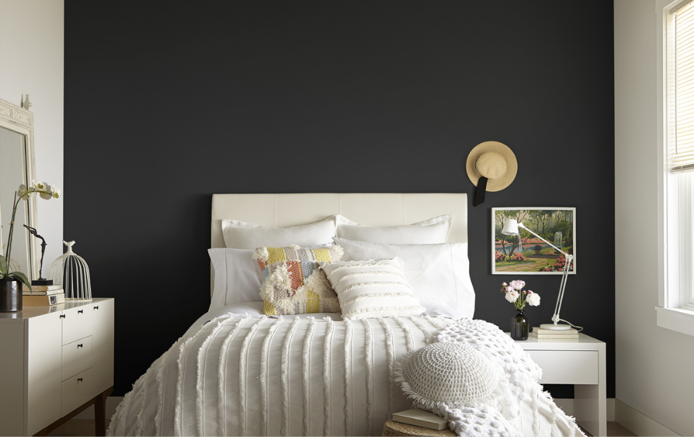5 tips for using dark paint colors in small rooms