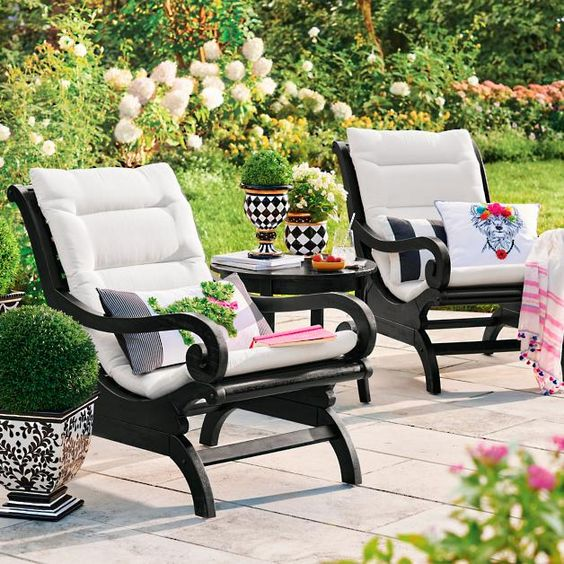 chic black and white dmall outdoor decor