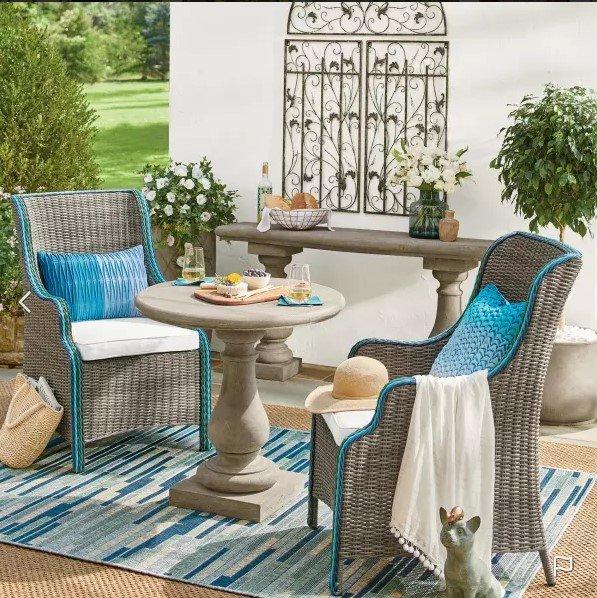 blue and white small outdoor decor idea