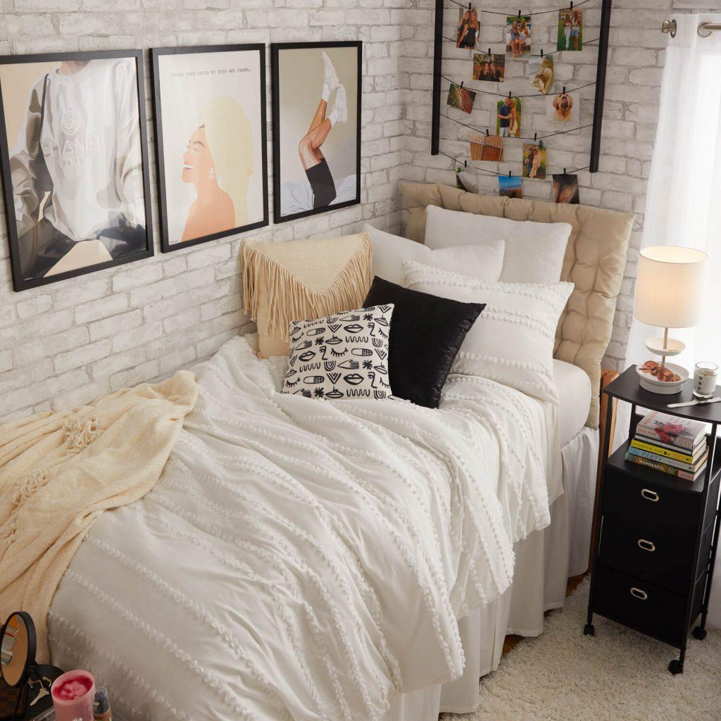 chic dorm room decor